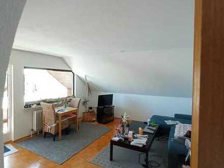 Sonnige 3 Zimmer DG Wohnung in Südlage mit Balkon