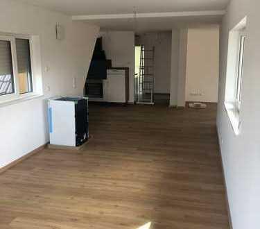 Erstbezug nach Sanierung: stilvolle 5-Zimmer-Wohnung mit EBK und Balkon in Osnabrück