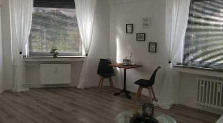Möblierte geräumige und sanierte 1-Zimmer-Wohnung mit EBK in Düsseldorfer