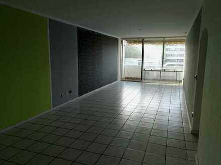 Modernisierte 3-Raum-Wohnung mit Sonnenbalkon direkt am Schloßpark Türnich