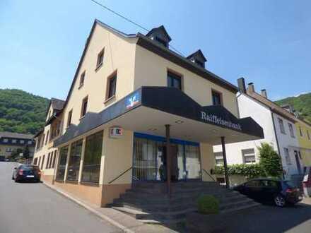 Wohn-und Geschäftshaus mit Vermietungspotenzial in hochwasserfreier Lage von Bremm, Mosel