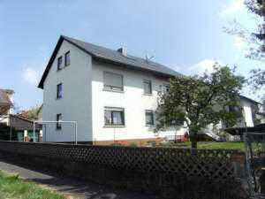 Vollständig renovierte 2-Zimmer-DG-Wohnung mit EBK in Johannesberg