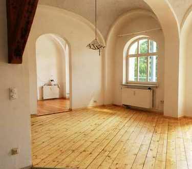 Helle und großzügige 5-Zimmer-Gewölbewohnung mit 110 m² und sonniger Terrasse mit ca 50m²