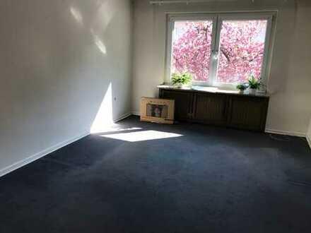 3,5 -Zimmer-Wohnung mit Balkon und EBK im Saarlandstraßenviertel - befristet