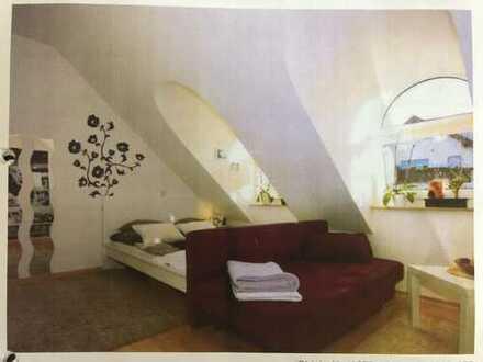 Stilvolle 1-Zimmer-Dachgeschosswohnung mit Einbauküche in Rottenburg