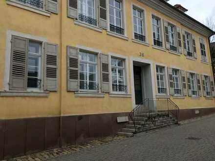 Großes, schönes Büro / Praxisräume im Centrum von Steinbach zu vermieten
