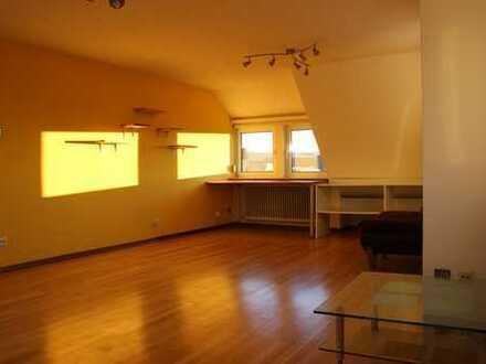 3-Zimmer-DG-Wohnung, sofort beziehbar, mit Einbauküche in Leonberg
