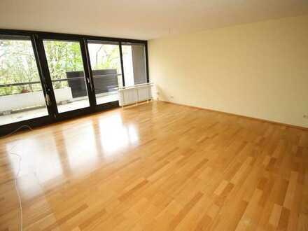 Sehr schöne, große und helle 1-Zimmer-Wohnung am Fuße des Hofbergs!