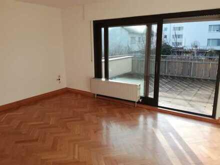 Stilvolle, gepflegte 4-Zimmer-Wohnung mit Balkon und Einbauküche in Heilbronn