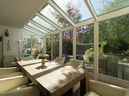 Ottensen: Schicke Terrassenwohnung mit Wintergarten und sonnigem eigenen Gartengrundstück