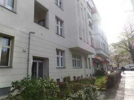 ***Altbauwohnung im Erstbezug nach Grundsanierung mit zwei Bädern und kleinem Balkon***