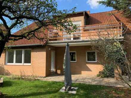 Schönes 2-Familienhaus mit 2 Wohnungen (EG+OG) mit Balkon und großem gepflegten Garten