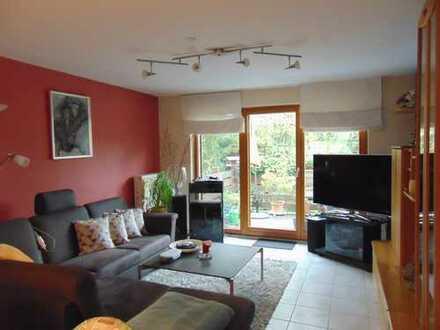 Schicke Wohnung mit EBK,Balkon und Stellplatz in Obrigheim!