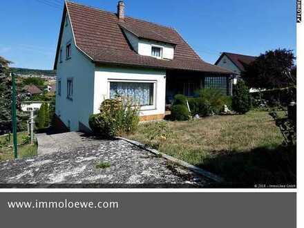 *CHARMANT & SONNIG* Solides Ein- bis Zweifamilienhaus mit großem Garten in Ortsrandlage
