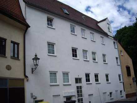 Nette, kleine Zwei Zimmer Wohnung mit Küche und Duschbad in der Alstadt von Augsburg