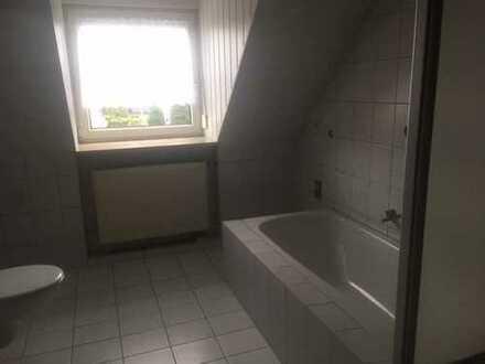Gepflegte 4-Zimmer-Wohnung mit Balkon und EBK in Aiglsbach
