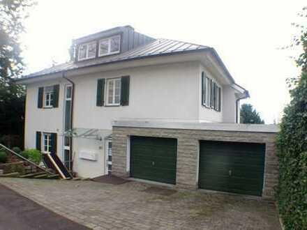 975 €, 93 m², 2 Zimmer
