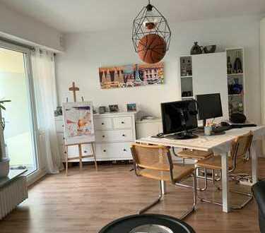 Helle, komplett sanierte 2 Zimmer Wohnung mitten in Bonner Altstadt