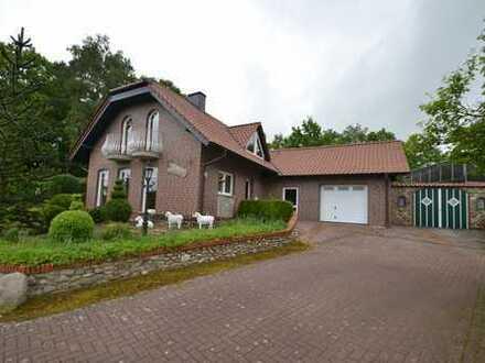 ++Foppe Immobilien++Charmantes, hochwertiges Ferienhaushaus in Waldrandlage