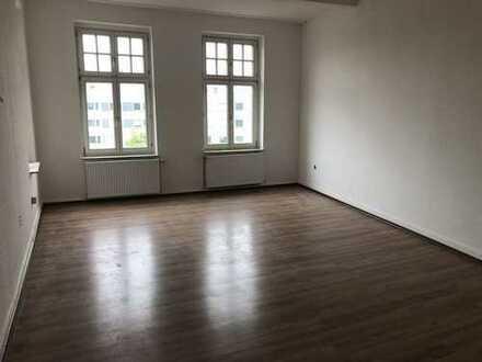 Großzügig geschnittene 4-Zimmer-Wohnung mit Balkon in der Nähe des Stadtgartens!!!