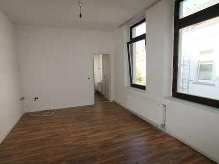 Zentrale, schöne, renovierte 1-Zimmer-Wohnung im 1.OG in Krefeld
