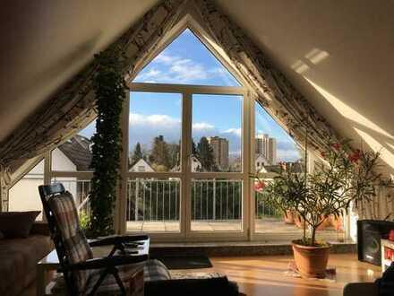 Stilvolle und vollklimatisierte 3-Zimmer-DG-Wohnung mit 2 Balkonen und EBK in Langen