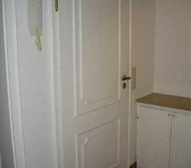 Gepflegte 1-Zimmer-Dachgeschosswohnung mit Einbauküche in Poppenbüll