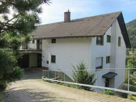 Modernisierte 4,5-Zimmer-Wohnung mit Balkon und Einbauküche in Baiersbronn