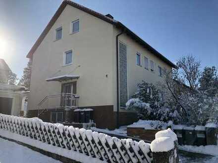 Modernisierte 5-Zimmer-Wohnung mit Balkon in Sulzbach - Rosenberg