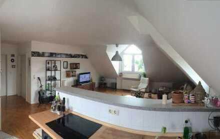 Exclusive, gepflegte 2-Zimmer-DG-Wohnung mit Einbauküche in Offenbach am Main