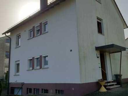 Sanierte Wohnung mit zwei Zimmern und Balkon in Keltern