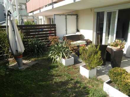 Stilvolle, neuwertige 3-Zimmer-Terrassenwohnung mit Balkon und Einbauküche in Freiburg im Breisgau