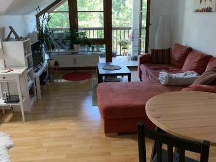 Helle, gepflegte kleine Wohnung mit Balkon