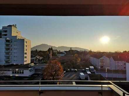 Neuwertige 4-Zimmer-Wohnung mit Balkon und EBK in Freiburg