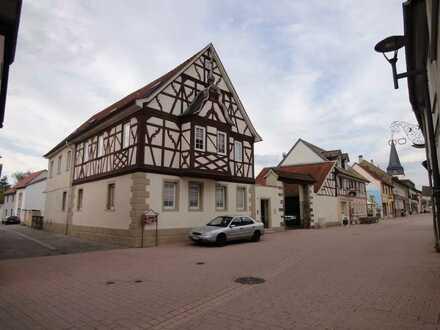 Große 3 Zimmer-Whg. mit Balkon in Ortsmitte Wöllstein / verkehrsberuhigt / Fachwerkhaus / saniert