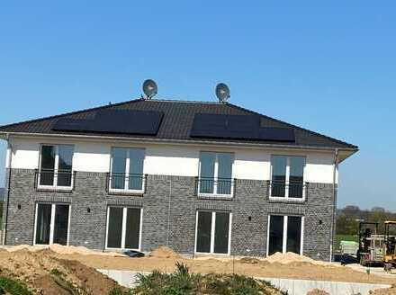 Moderne DHH, Neubau-Erstbezug, Effizienz-Haus 40 Plus, 2 Bäder, EBK, Garage, Garten