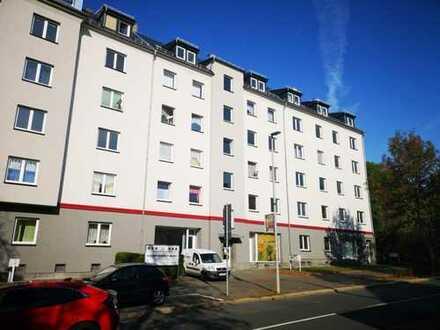 neu renovierte rießige 4 Zimmer Wohnung mit 2 Balkonen und Kamin !!