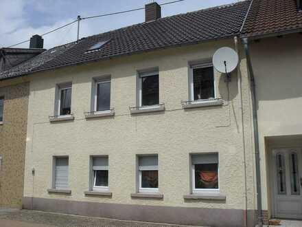 Haus in Haus nach WEG Teilung mit ELW, Terrasse und idyllischem Garten