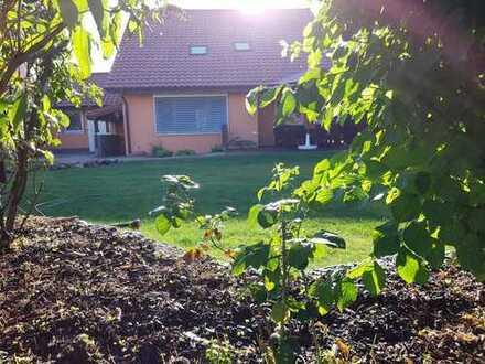 Renoviertes, freistehendes Einfamilienhaus mit Garagen in ruhiger Lage (Bensheim Kappesgärten)