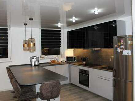 Exklusive, neuwertige 3-Zimmer-Wohnung mit Balkon und EBK in Groß-Gerau