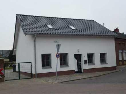 Freistehendes Einfamilienhaus mit schönem Grundstück