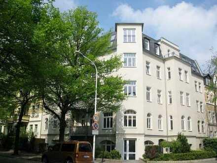 Schöne 5 Zi-Wohnung mit Südbalkon mit sep. Küche, Laminat und Wannenbad in der südl. Innenstadt