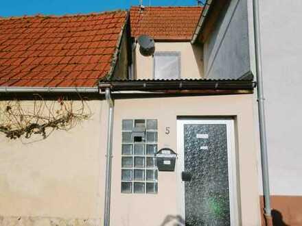 Kleines, feines Häuschen mit Nebengebäude in Niefernheim