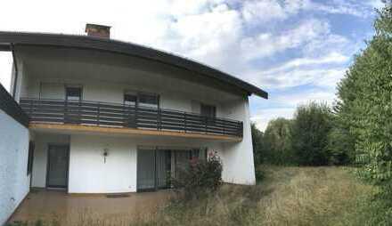 Renovierungsbedürftige Villa mit Doppelgarage, XXL-Grundstück, Einlieger-WHG & Ausbaupotential im DG
