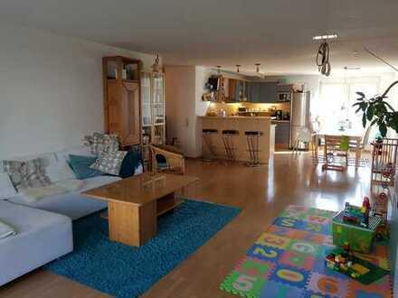 Stilvolle, gepflegte 4-Zimmer-Wohnung mit Balkon und EBK in Bietigheim-Bissingen