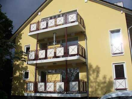 Schöne Lage - Renovierte 3 Raum Wohnung mit Balkon und Stellplatz zu vermieten