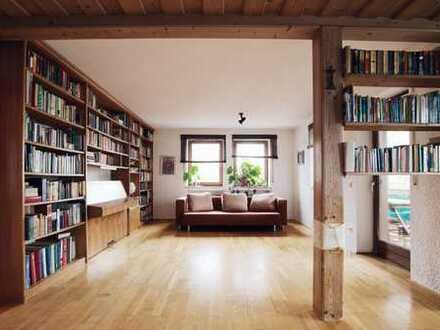 Helle stilvolle und großzügige 4 Zimmer Wohnung von privat. Provisionsfrei! Süd-Balkon + Garage