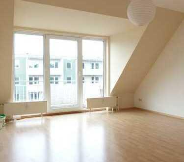 Wohnen in heller Dachgeschosswohnung mit großem Balkon