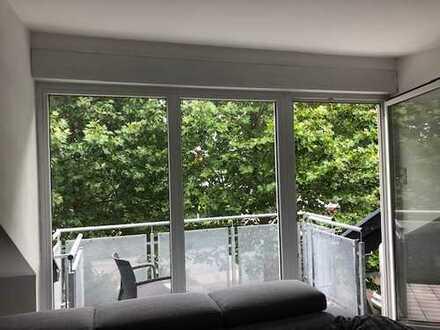 Moderne 3 ZKBB + Dachterasse in ruhigem Wohngebiet