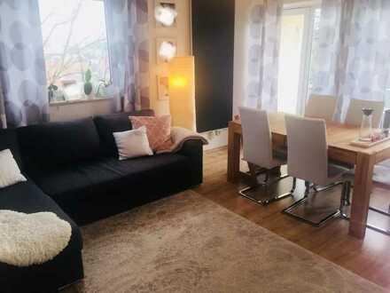 schöne 3-Zimmer-Wohnung mit Balkon, Einbauküche und Badezimmermöbel